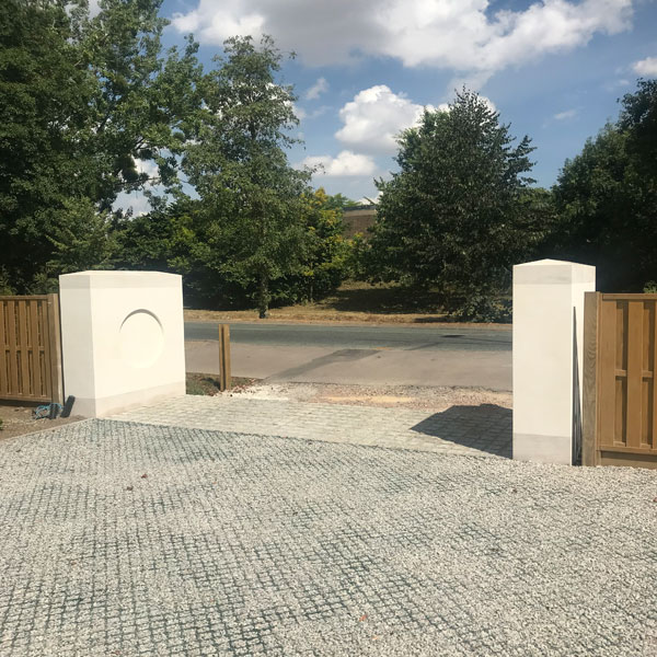 gate-piers–Madingley-Rd